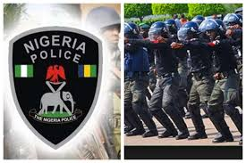 Nigerian Police DSP collects bribe Credit:Opera