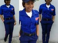Lady who works as security officer graduates and got an offer